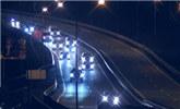普京车队声势浩大夜行海参崴 26辆车占满路面