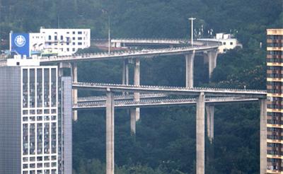 重庆现空中螺旋立交桥 72米刺激如坐过山车