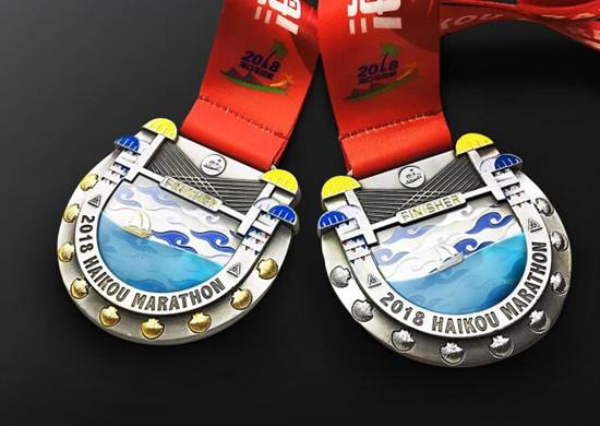 2018海口马拉松奖牌正式发布,海马五件套大揭秘