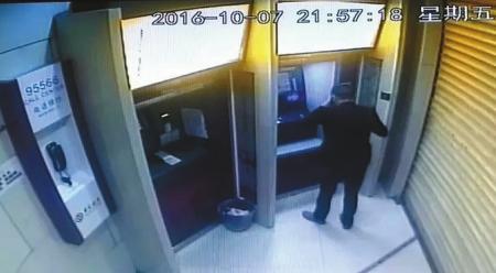 花甲男子约会女网友开房 被盗2万元