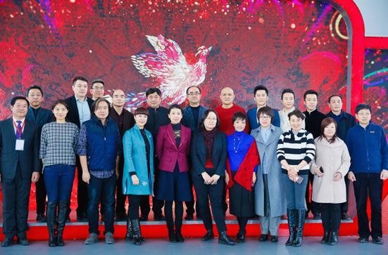 2017北京台春晚首发布 李晨站台李玉刚倾情献艺