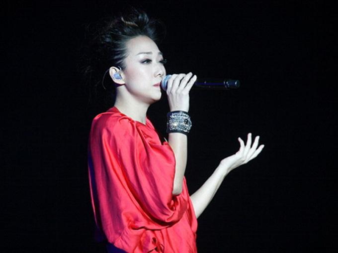 林忆莲参加《歌手》酬劳超过2000万 粉丝:自降身价