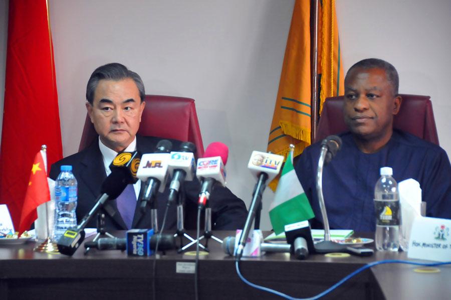 王毅:台湾在尼日利亚代表处被摘牌 (组图)