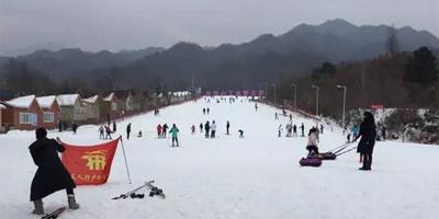 远离雾霾 白云山下冰雪乐园滑雪场嗨起来!