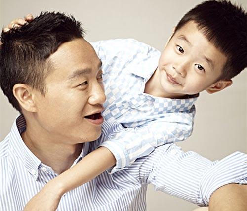 杨威喜获双胞胎女儿 自曝陪妻子吃月子餐