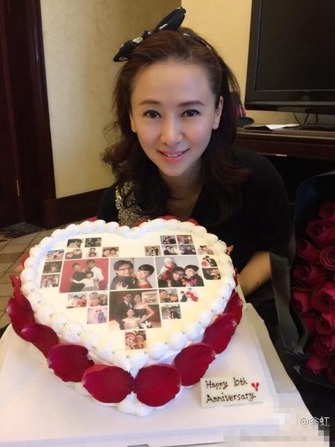 翁虹幸福庆祝结婚十周年 老公隔空送上蛋糕玫瑰