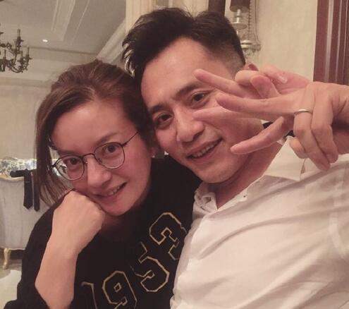 赵薇刘烨素颜合影 两人似乎都喝醉了(图)