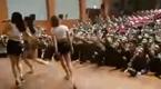 韩国大兵看美女热舞乐坏了 现场太疯狂