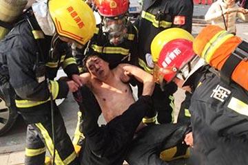 南昌一星级酒店着火现场:有人跳楼有人晕倒