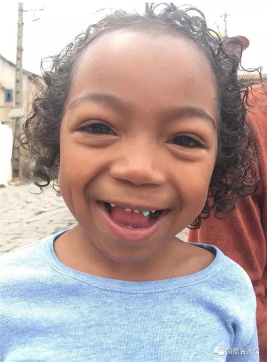 借非洲小女孩真挚可爱的笑容(杜德基摄影作品)