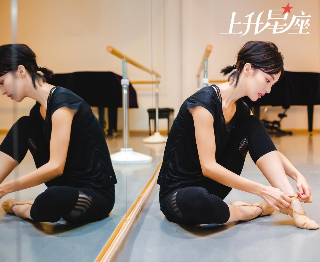 在成为演员之前,金晨已经学了十几年的舞蹈。金晨的父母都是舞蹈老师,自幼受父母的影响而对舞蹈起了兴趣,因为深知学舞的苦,最初父母说什么都不愿意让女儿接触这行。