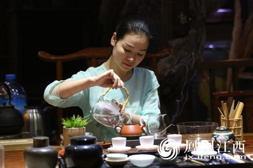 在雅昌艺苑茶餐厅邂逅茶与美食