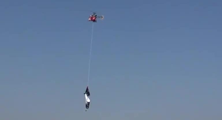 牛人自制直升飞机模型 完美试飞成功