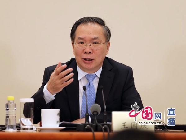 外媒记者质疑中国南海政策 王国庆一句古语反击