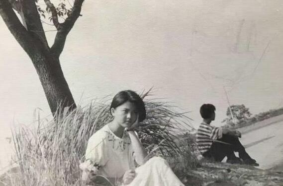 李湘20年前旧照曝光 眉眼清澈短发干练(图)