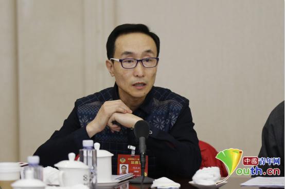 巩汉林委员:作为中国人值得自豪 成龙是最好的例证