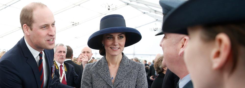 凯特王妃随威廉王子现身阅兵游行 戴宽檐帽显优雅知性