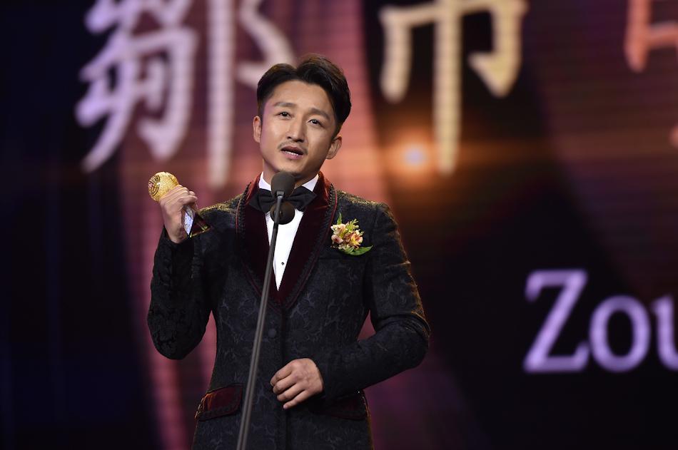 """拳王邹市明获得2016-2017年度""""影响世界华人大奖"""""""