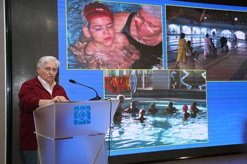 杜乐梅:水疗是残障人士康复