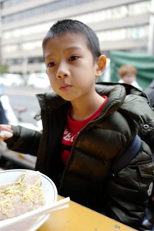 """高小琴被调查胡静跑路!带儿子路边吃面好""""落魄"""""""