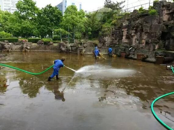 除了月湖 宁波中山公园景观河也启动抽水清淤啦