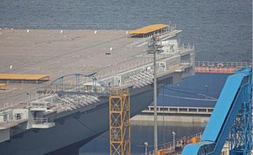 船坞开始注水 国产航母下水在即