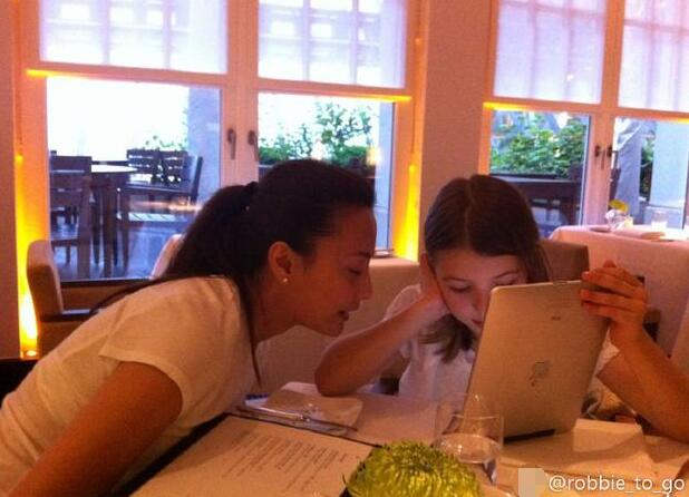 马雅舒老公首谈上段婚姻 曝美国女儿将到中国读书