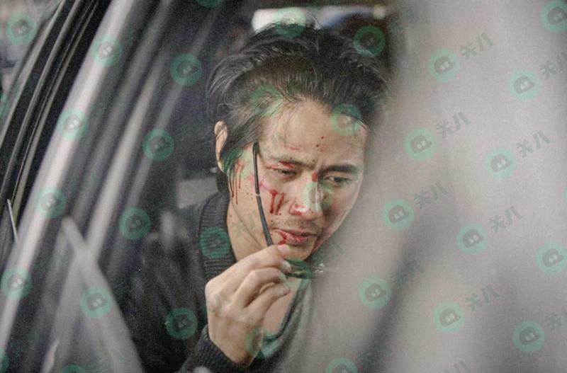 韩寒被曝在上海街头遭暴打 满脸是血眼镜被打歪