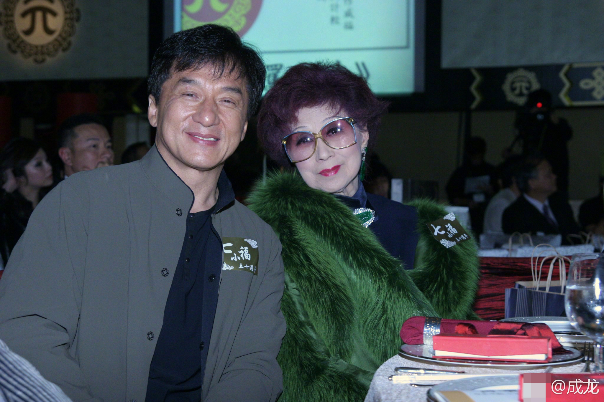 她是成龙师姐,香港第一代侠女,如今89岁在美国病逝