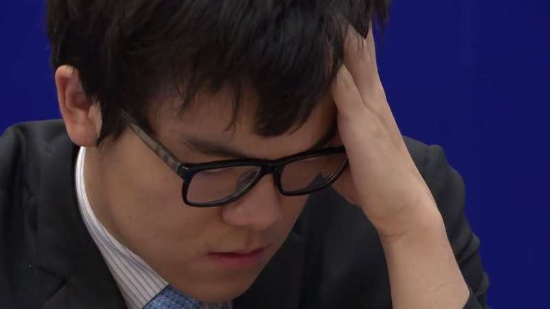 AlphaGo133神之一手惊呆人类 柯洁盘中认输-中国科技传媒网