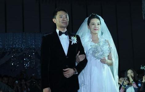 印小天被曝遭妻子骗婚 损失千万至今无法见儿子