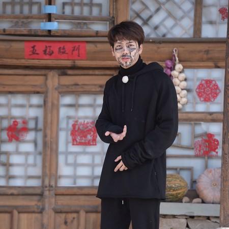 王嘉尔称后悔参加综艺 原因让人心疼