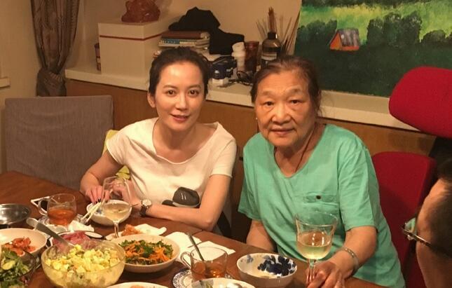 陈宝国、俞飞鸿、张嘉译…半个演艺圈都爱去她家蹭饭