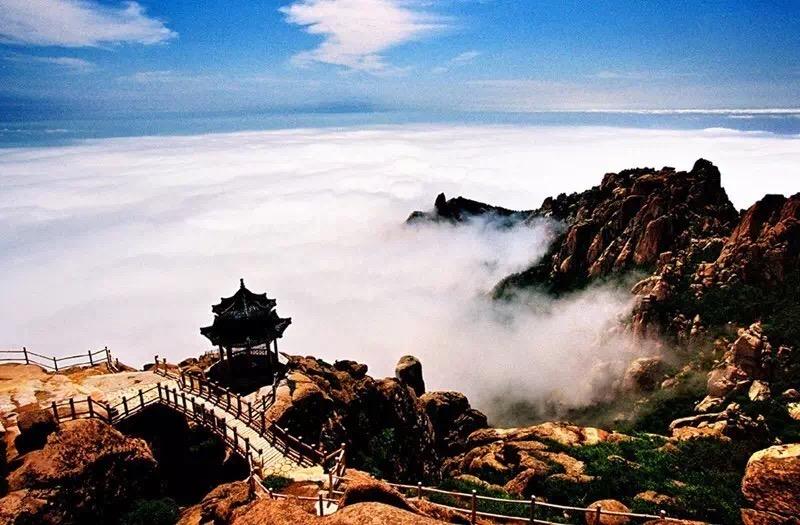 简介:崂山风景区是1982年国务院首批审定公布的国家级风景名胜区