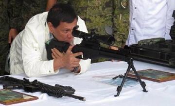 """""""首批中国援助武器运抵菲律宾"""