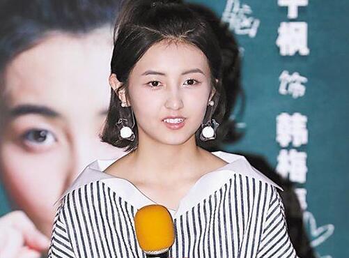 """张子枫被称""""戏骨""""感荣幸:新角色是个精分的女汉子"""