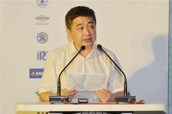 图为:中国汽车工程学会副秘书长,《汽车之友》杂志社社长沈克做主办方