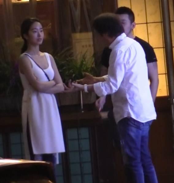 """""""冯女郎""""高调认爱刘亦菲干爹 两人差30岁"""