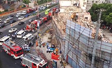 上海一楼房倒塌 死伤不明