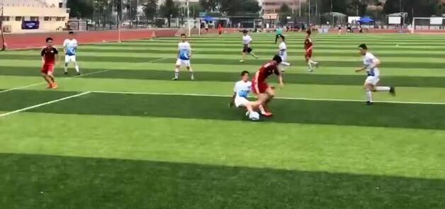 足球恶意犯规_足球比赛犯规是否处罚_足球犯规规则