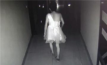 男子穿短裙深夜潜入女子宿舍作案