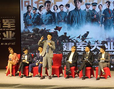 《建军大业》昨在昌首映 主创人员齐齐亮相