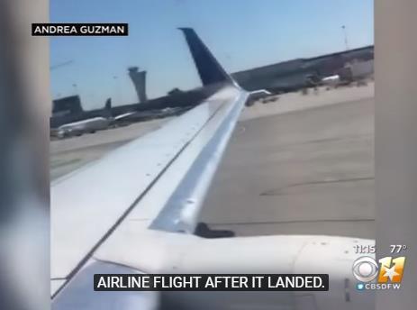 美国熊孩子在飞机降落时打开应急门 跳下飞机
