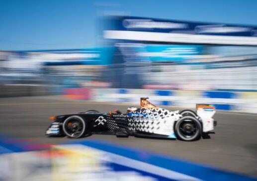 法拉第未来Formula E赛车在比赛中