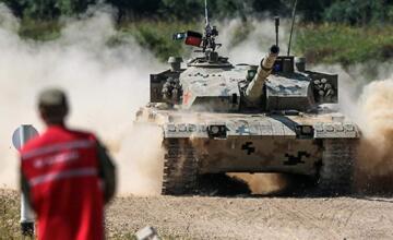 霸气外露!坦克两项赛中国96B坦克最帅瞬间