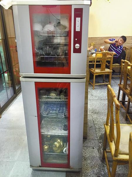16家餐馆9家消毒柜机成摆设 市民担心病从口入