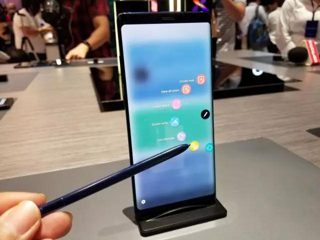 S Pen手写笔是特色
