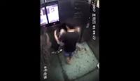 女子电梯内遭男邻居猥亵 逃出门被硬拽回来