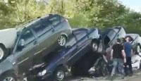 泥石流后,高速50辆车叠成一团