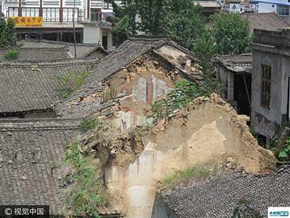 陕西300年寺庙坍塌数年无人管理修缮 被当成养鸡场